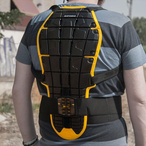 Tres protectores dorsales para mantener a salvo tu espalda en moto