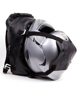 Buenas (y malas) ideas para guardar el casco de tu moto