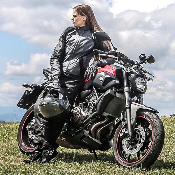 e66837fde96 Comparativa de chaquetas de invierno para moto  Acerbis vs Alpinestars