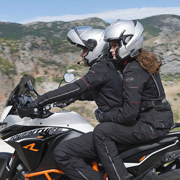 ¿Con qué intercomunicador de moto no me multará la Policía?
