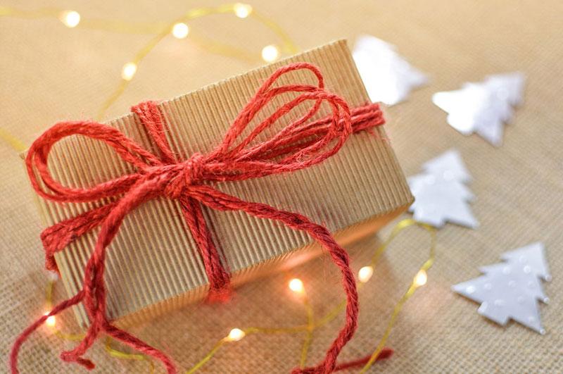 ¿Amigo invisible en la ofi y te ha salido el motero? 15 regalos para no fallar
