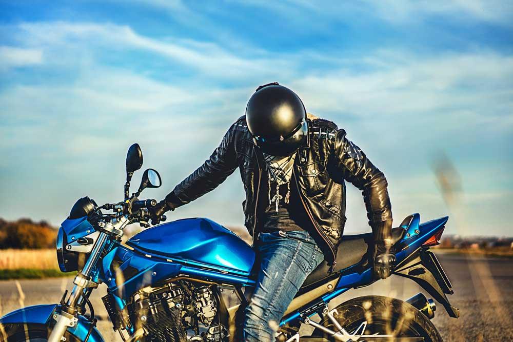 ¿Cuándo es hora de cambiar tu casco de moto? [Vídeo]