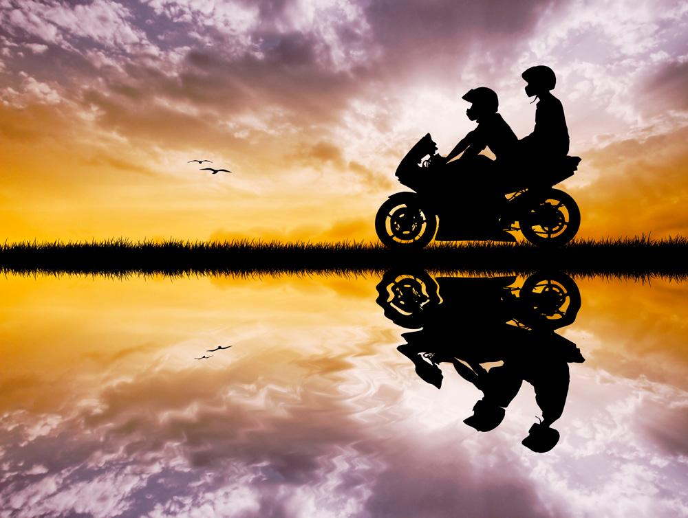 Pon en práctica estos 8 consejos y serás un copiloto de moto perfecto
