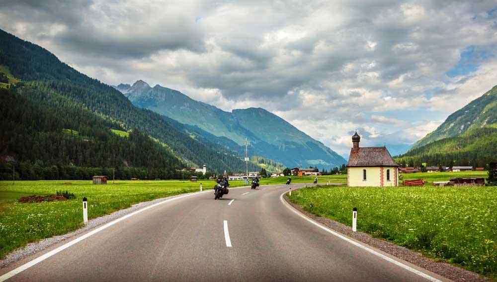 Webs imprescindibles para encontrar un alojamiento low cost en tu ruta motera