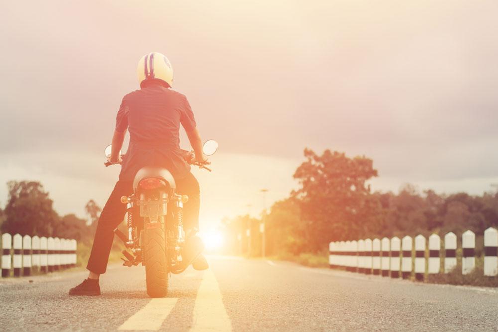 ¿Existen los cascos de verano? ¿Qué características debe tener un casco de moto para aguantar el calor?