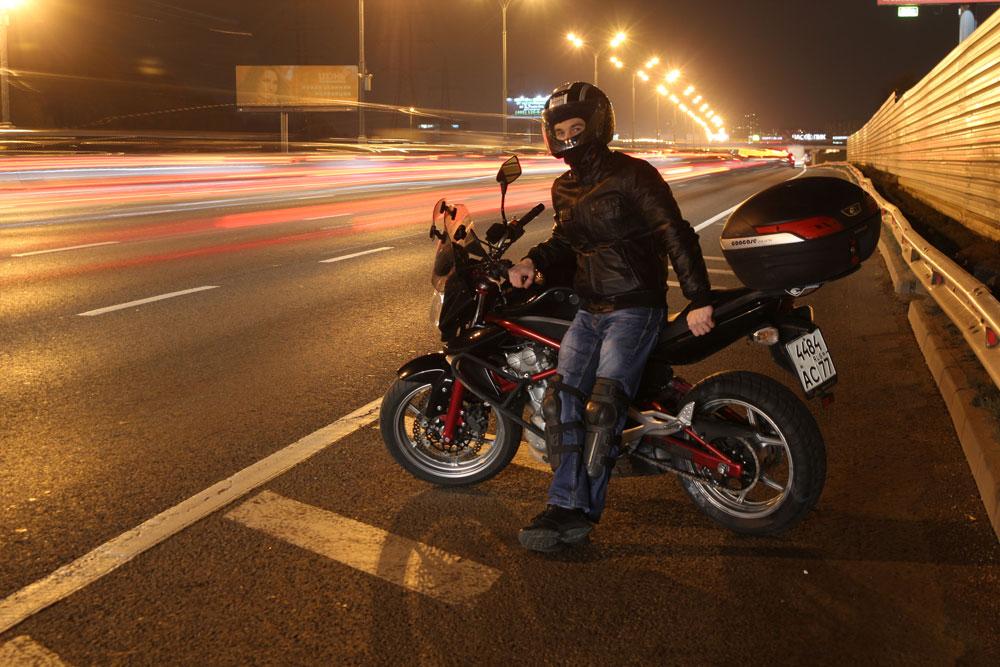 10 situaciones 'veraniegas' para ponerte a prueba con tu moto [Test]