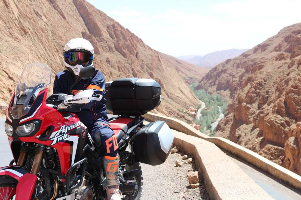 Ahorrar dinero colocando dispositivos manos libres en tu casco de moto