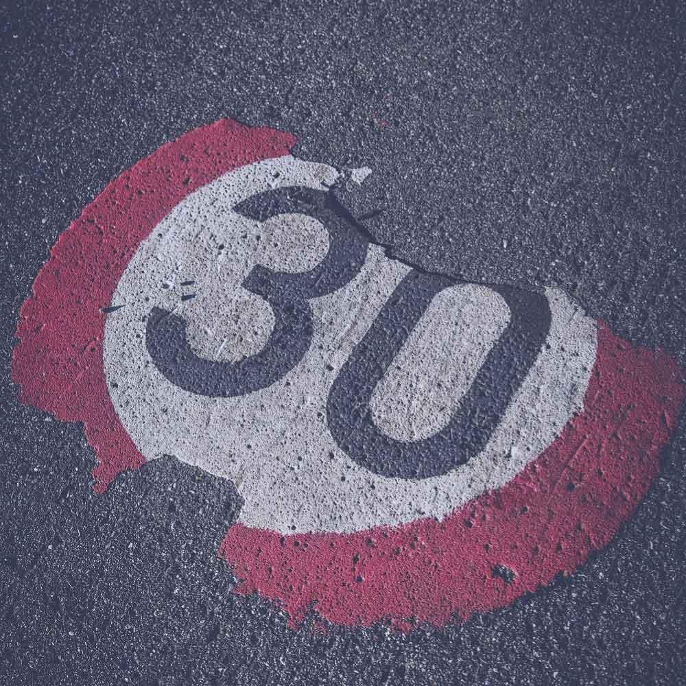 Acostúmbrate a reducir la velocidad porque las zonas 30 están al caer